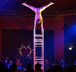Sergey Kapranov chaise cirque