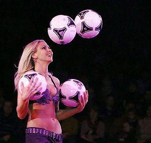 Jongleur jongleuse Helena Polach